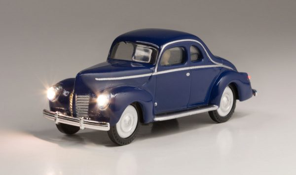 Lighted Vehicle, Blue Coupe - HO scale