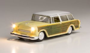 Lighted Vehicle - Station Wagon - HO scale